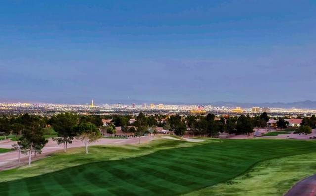 Del Webb model home view on golf course