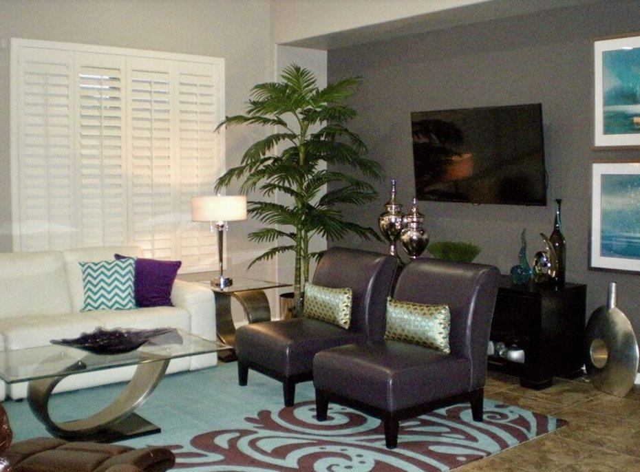 decor with purple rug and chairs